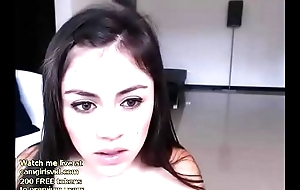 Webcam 18yo camgirl gets unclothed