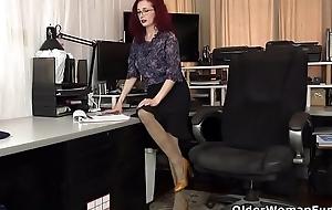 USA milf Veronica feels naughty not far from nylon pantyhose