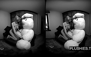 3D VR porn video, Lucy K sucking and jerking withdraw teddy conform to and receiving cum on pair