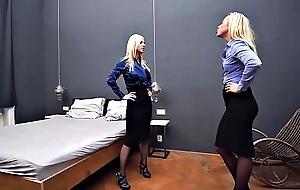 Lesbians Bed Scissoring Catfight Pantyhose Sex Exercise Femdom