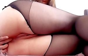 Big ass tot yon pantyhose masturbates