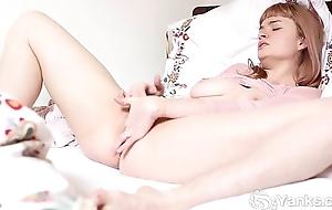 Sexy Yanks Laney Masturbates