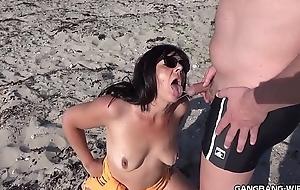 Brand new pee lark escapades just about slutwife Marion