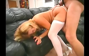 Experienced pencil has a hot blonde Amber Lynn riding his apparatus