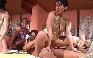 Auch die deutschen zeigen hier - Sex geht auch mit mehr als 4 .... swinge dich durch