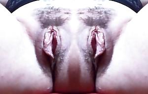 Una mostruosa vagina doppia con grandi labbra: un mostro davvero eccitante che ti far&agrave_ venire