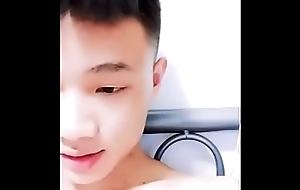 中国宿舍几个18岁混社会直男小痞子脱裤玩鸟给gay看,人帅屌还嫩