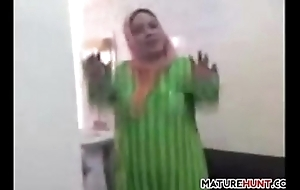 Chubby mature arabic maid wishes penis