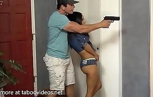 Influenza violan en su casa con su amiga-http://shrink...