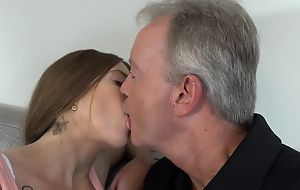Sex-starved brunette pleasuring daddy on along to sofa