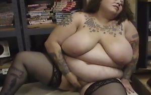 Fat mature steppe stockings fucks herself with dildo